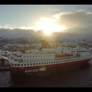 Hurtigruten am Polarkreis