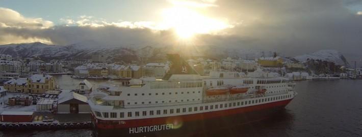 Hurtigruten am Polarkreis